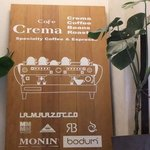 Cafe Crema - 階段を登るとこの看板が出迎えてくれます。
