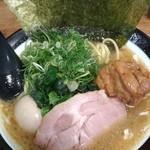88127252 - 太麺4点盛り(ラフティー、煮玉子、海苔、九条葱)