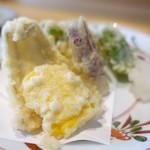 88128195 - 白身魚と野菜の天ぷら