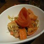 鈴や - トマトとミョウガのサラダ
