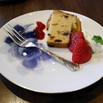 丸福珈琲店 - パウンドケーキ