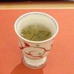鮨 そえ島 - ◆シジミの出汁とジュンサイの冷製スープ かなりの量のシジミを使用されたそうですが、お出汁の味わいがとてもよく美味しい。