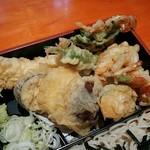 日本そば文化庵 - 天ぷらはなかなかの盛り