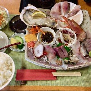 磯料理 光力 - 料理写真:「連休限定  おまかせ刺身定食」1600円