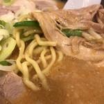88139725 - 味噌チャーシュー麺の麺アップ