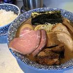 88139773 - チャーシュー濃厚魚介ラーメン1000円と燻製半熟煮玉子100円とライス100円となります。
