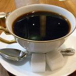 丸福珈琲 - コーヒー。ミルクとか角砂糖がレトロですね。