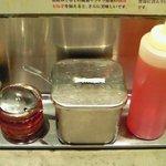 油そば 東京油組総本店 - 卓上の調味料です