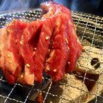焼肉トラジ - まずは 表面を 焼いていきます