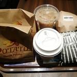 ファーストキッチン・ウェンディーズ - ウェンディーズバーガーとマッシュルームメルトバーガーのセット ホットコーヒーをサイズアップしたけど小さい