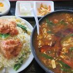 福満苑 - 料理写真:酸辣湯麺+鶏肉揚げチャーハン