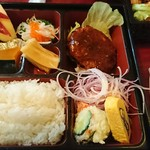 桂泉 - ハンバーグ定食(¥900)