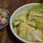 味噌ダレ焼鳥 田中屋 - うずらの味付け卵¥190と塩だれキャベツ¥190