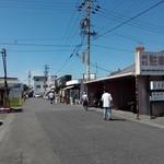 88151864 - バイク用は屋根付き100円で駐輪出来ます。