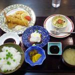 浪漫レストラン桔梗屋 - 料理写真:日替り昼食 900円(温泉とセットで1,500円)