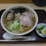 らーめん工房 魚一 - 料理写真:魚醤ラーメン(こってり味・太い麺)