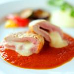 88156586 - ランチセット 2035円 の豚フィレとモッツァレラチーズのロースト トマトソースと共に