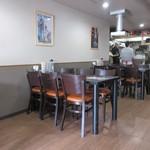 好運来 - お店に入ると店内はこれぞ中華食堂って感じの庶民的な感じの店内でした。