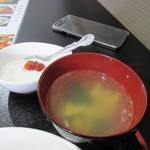 好運来 - 料理の最後はスープの横手に配置されてたデザートの杏仁豆腐をいただいて辛さを和らげました。