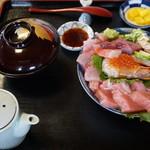料亭 花月 - 海鮮丼(1,600円)