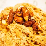 お茶と酒 たすき - キャラメリゼしたナッツと焦がし塩キャラメルソース(キャラメリゼしたナッツ)