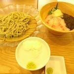 白金魚食堂 - ミニあかもくと鮮魚丼セット