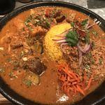 curry&cafe Warung - 本日のカレーのたっぷり夏野菜と豚バラのラタトゥイユ風カレー(1,000円)と合いがけキーマ(250円)