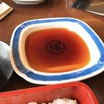 博多名代 吉塚うなぎ屋 - 【2018年05月】うな重は、たれをつけて食べるようです。