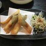 小太郎 - 酒盗とクリームチーズ春巻き 500円