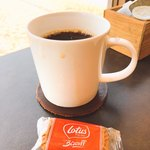 カフェ モーガン - コーヒーがカップに垂れている…拭いて欲しいなぁ…