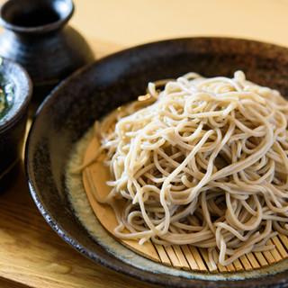 〆はこいつで決まり◎化学調味料不使用、秘伝出汁の絶品蕎麦!