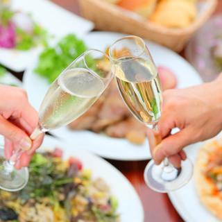 種類豊富なワインはイタリア産を中心にお手頃な価格でご用意