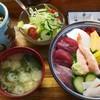 とも寿司 - 料理写真:海鮮丼セット(680円)茶碗蒸し付き