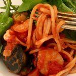 キャナリィ・ロウ - レモングラスのアジアンサラダと漁師風トマトソースのパスタ