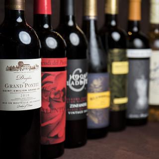 お肉料理に合うワインを多数取り揃えております。