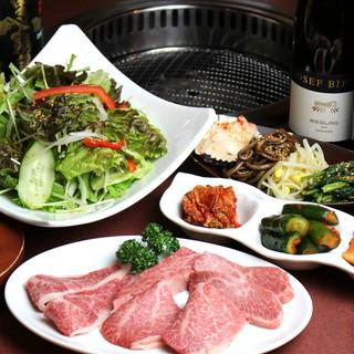 熟成肉の旨味に劣らない、主役級ワインの長く続く余韻に浸る。