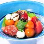彩りトマトとモッツァレラチーズ