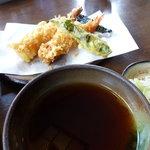 日本蕎麦 籠家 - 天せいろの天ぷら・・・しし唐焦げてます。。。