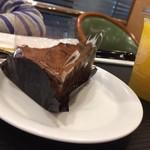 カフェ・ベローチェ - 生チョコレートケーキ