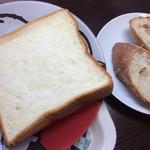 コアンドル - 右に写ってるのがトースト。