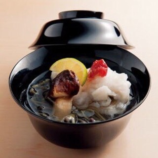 四季折々の魚介や旬菜をご堪能いただけるコースは是非お祝いに。