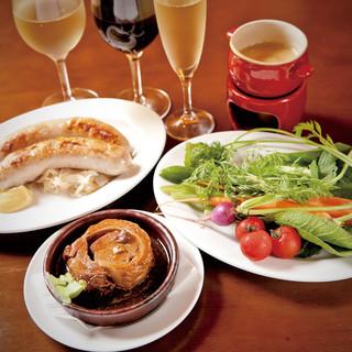 厳選したワイン。一品料理やコースとともにお楽しみください。