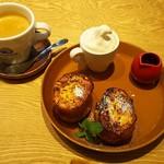 88203927 - ブレンドコーヒー(400円+税)、フレンチトーストモーニングA(350円+税)