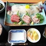 笑ぎょ - 地魚刺身五点盛定食   トップアングル