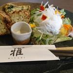 88209258 - ポーチドエッグ・サラダ・日替わりパン