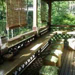 森の中のお肉レストラン アースガーデン - テラス席
