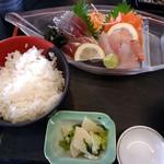 まるわ食堂 - 地魚の刺身定食