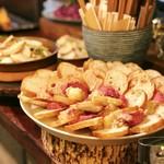 テーブル ビート - カナッペ2種(ビーツのフムス・アンチョビポテトサラダ)