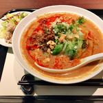 chuugokusaife-vu - レンゲが浸かった状態で提供。担々麺ランチ900円('18.6月下旬)