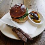 bistro BARNYARD - 国産牛100%自家製パティのチーズバーガー
